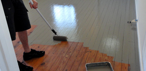 Как правильно покрасить деревянный или бетонный пол